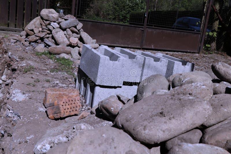 Ziegelsteine, Steine Es ist guter Anfang für den Aufbau von neuen Sachen stockfoto