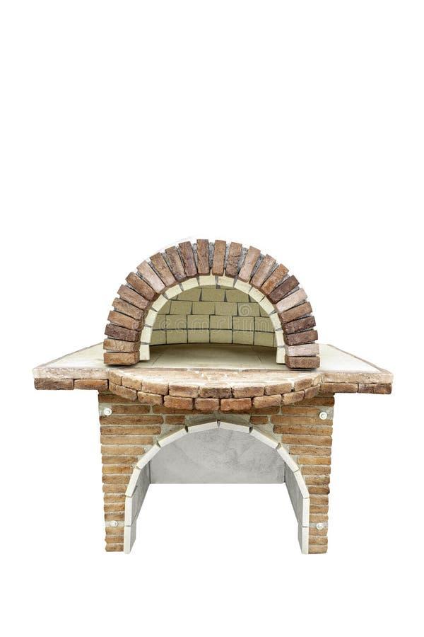 Ziegelsteingartenofen für das Backen oder das Grillen des Fleisches, der Pizza, des Brotes, des usw. Getrennt auf einem wei?en Hi stockbild