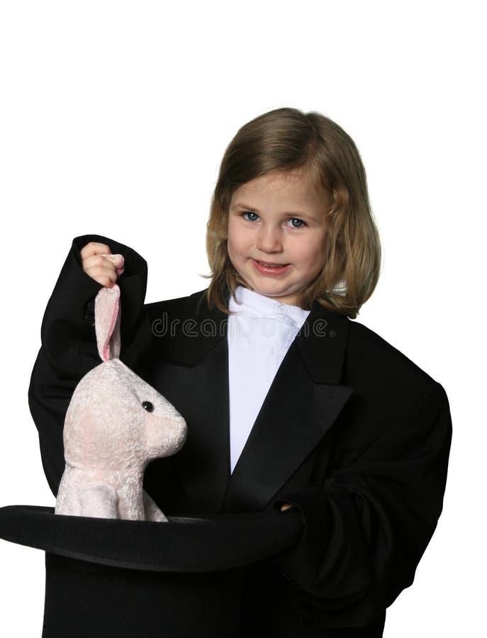 Ziehen eines Kaninchens aus einem Hut heraus lizenzfreies stockfoto