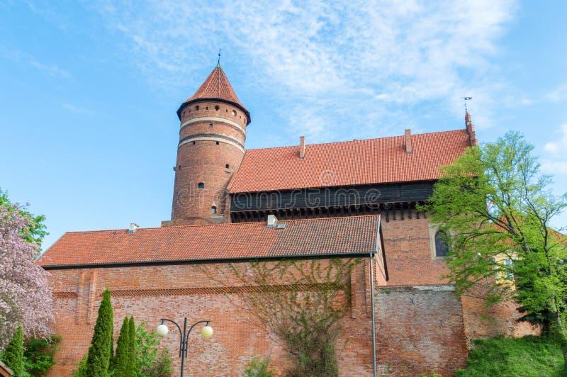 Ziehen Sie sich mit Wehrturm von Warmian-Bischöfen in Olsztyn in Polen zurück lizenzfreies stockbild