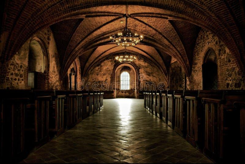 Ziehen Sie sich Raum, mittelalterlichen Innenraum, gotische Halle zurück lizenzfreies stockfoto