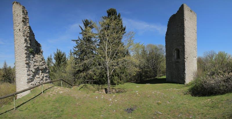 Ziehen Sie sich Ruine Bechthal von innen im Bayern in Deutschland zurück lizenzfreie stockbilder