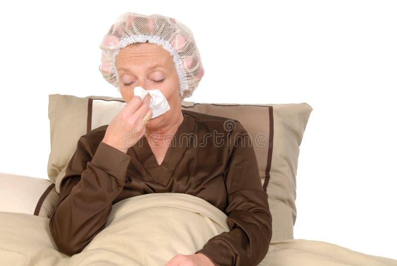 Zieke vrouw in bed royalty-vrije stock fotografie
