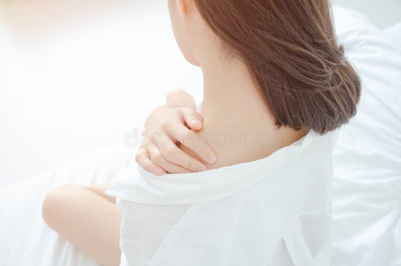 Zieke vrouw met pijn royalty-vrije stock afbeelding