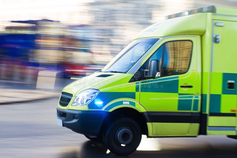 Ziekenwagen in motie stock foto