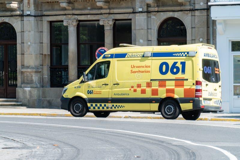 Ziekenwagen op de weg Noodsituatie 061 van Galicië, Spanje royalty-vrije stock foto