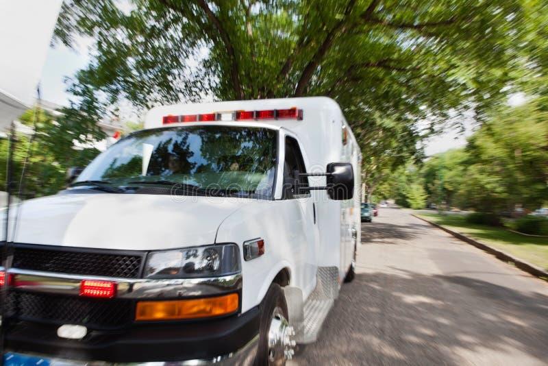 Ziekenwagen op Straat royalty-vrije stock afbeelding