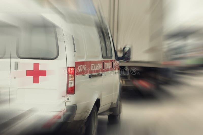 Ziekenwagen in opstopping royalty-vrije stock foto's
