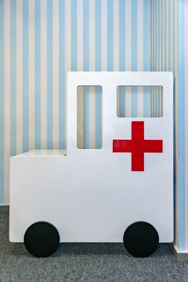 Ziekenwagen voor kinderen stock afbeelding
