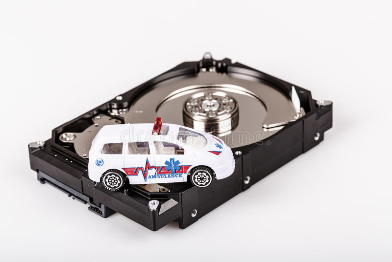 Ziekenwagenauto op harde aandrijving of hdd - het concept van de gegevensredding stock fotografie