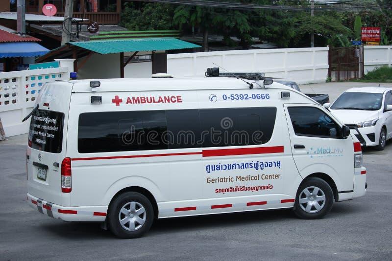 Ziekenwagenbestelwagen van Geriatrisch Medisch Centrum stock afbeeldingen