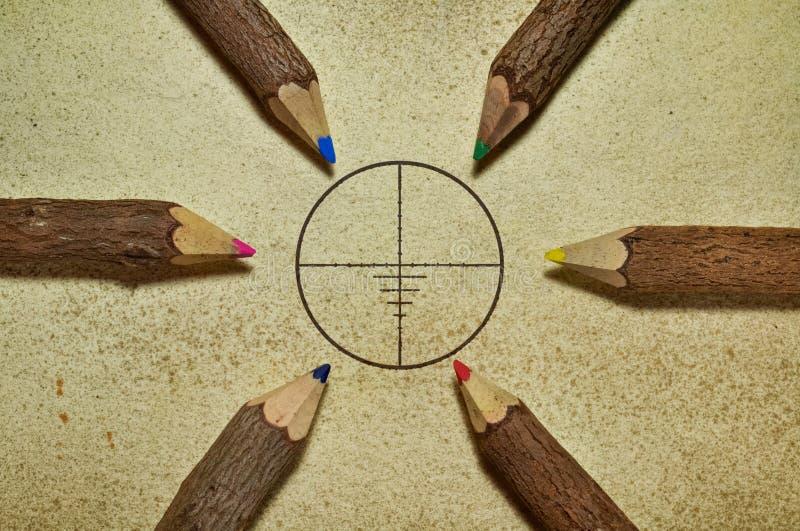 Ziel und Bleistifte stockfotos