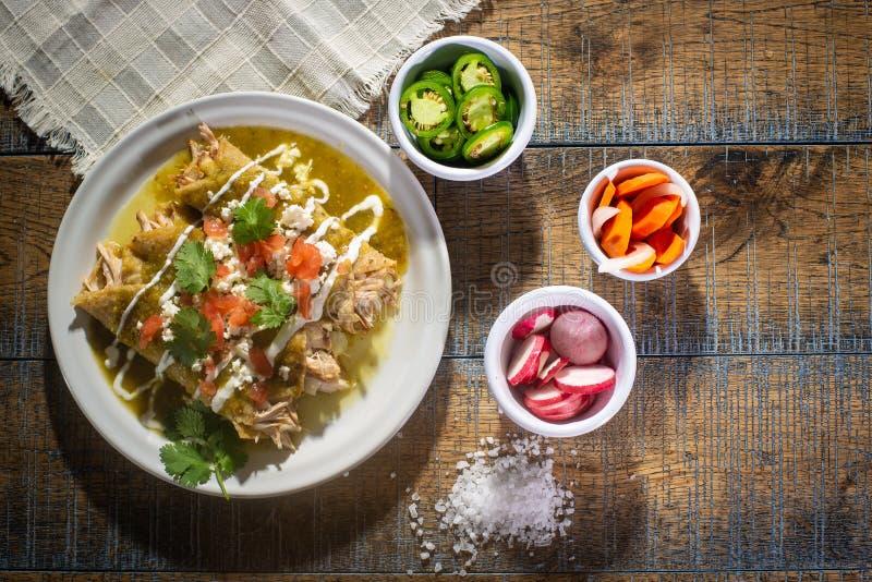 Zieleni kurczaków enchiladas zdjęcie royalty free