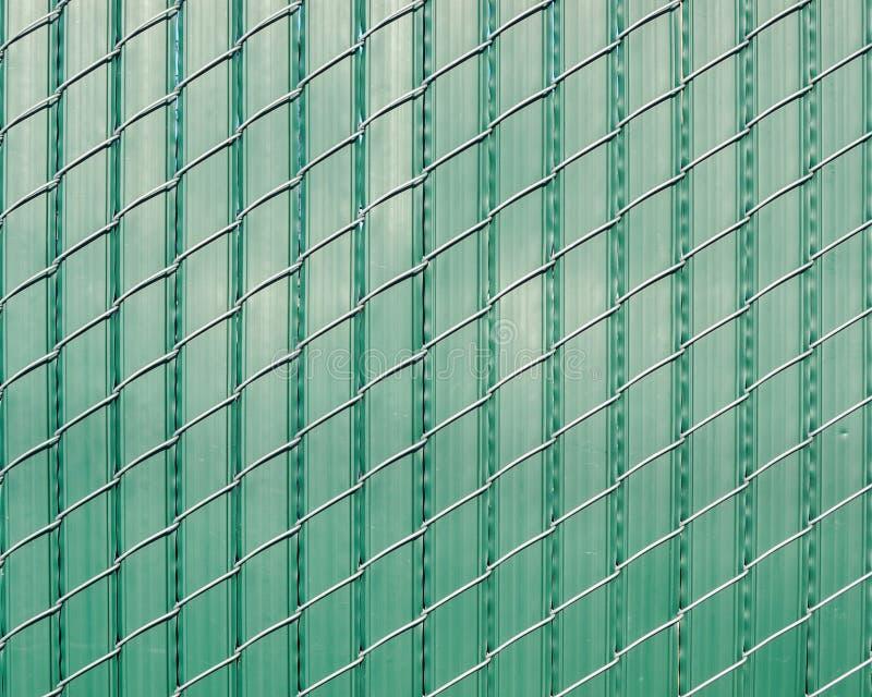 Zieleni plastikowi tripes wyplatający z drutem obraz stock