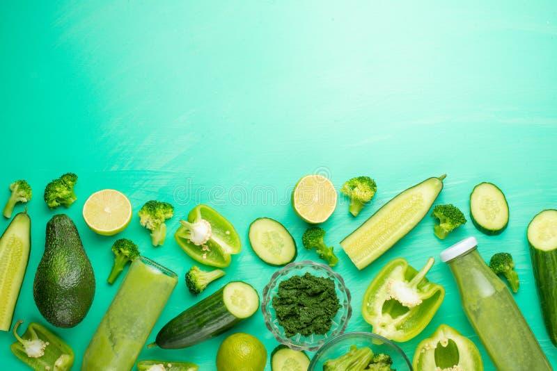 Zieleni warzywa na zielonym tle Skład, zdrowe karmowe diety, sporty, i Sztandar dla zdjęcie royalty free
