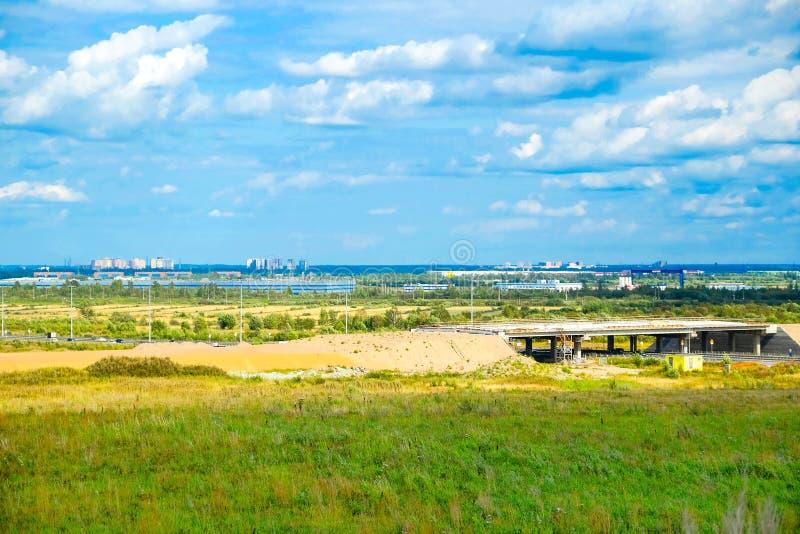 Zielona łąka i drzewo krajobraz w natura parku, piękny lato sezon zdjęcie stock