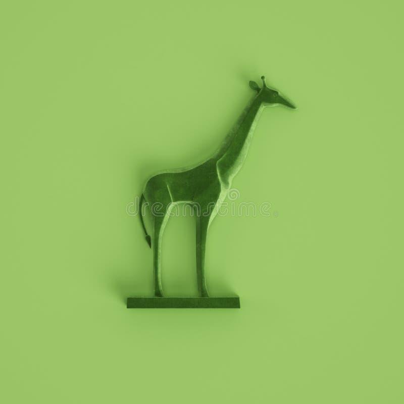 Zielona żyrafy rzeźba na pastel zieleni tle ?wiadczenia 3 d zdjęcia stock