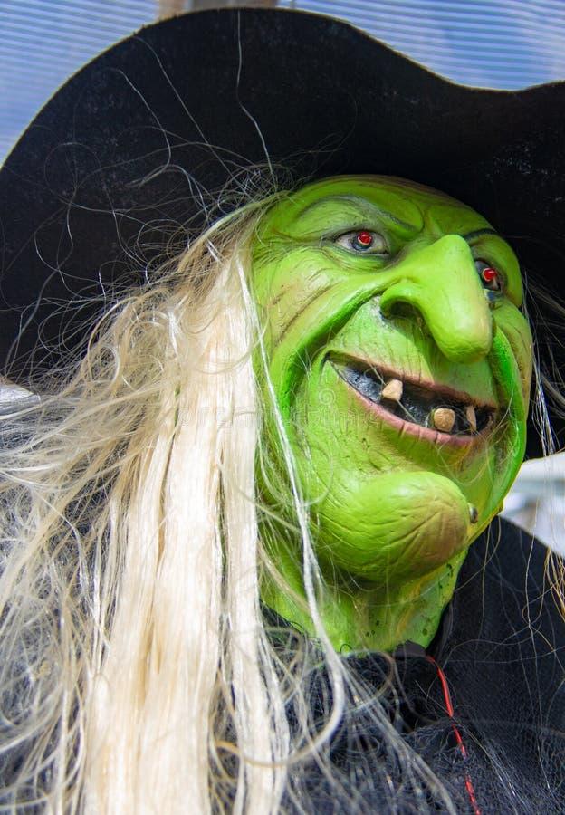 Zielona Halloweenowa czarownicy maska zdjęcie stock