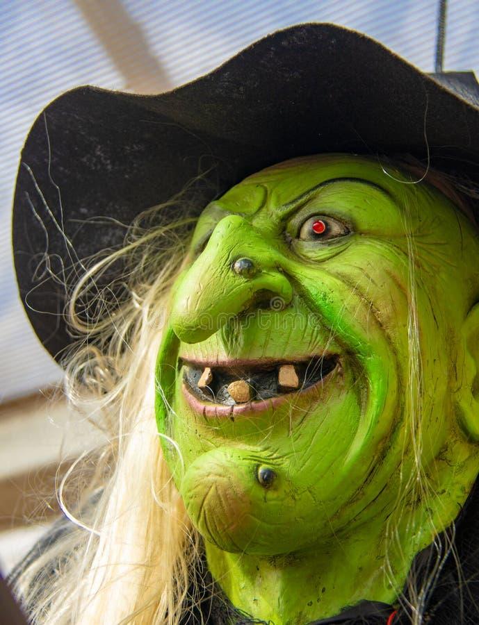 Zielona Halloweenowa czarownicy maska obrazy stock