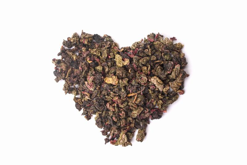 Zielona i czerwona herbata w formie serca odizolowywającego na białym tle zdjęcia royalty free