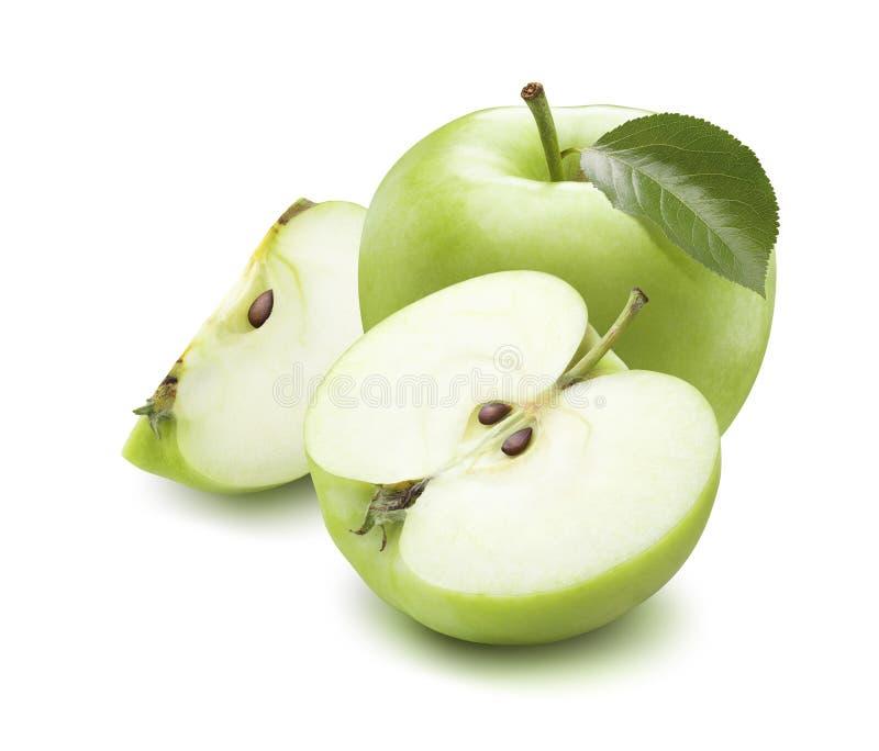 Zielona jabłczana cała połówki ćwiartka odizolowywająca na białym tle obrazy royalty free