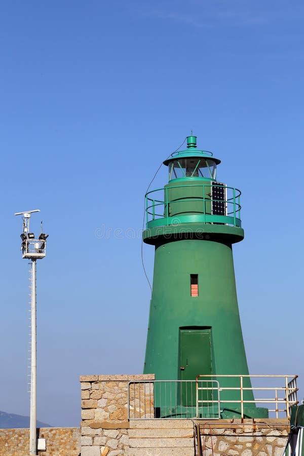 Zielona latarnia morska w Gilio wyspie tuscany obrazy royalty free
