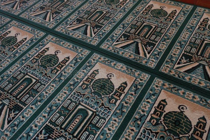 Zielona modlitewna mata na meczecie zdjęcie stock