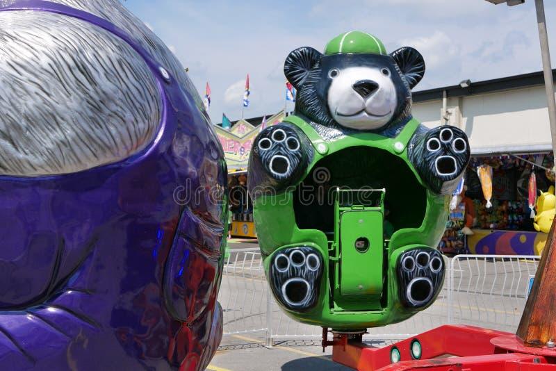 Zielona Niedźwiadkowa zabawy przejażdżka przy Indiana stanu jarmarkiem 2018 zdjęcie stock