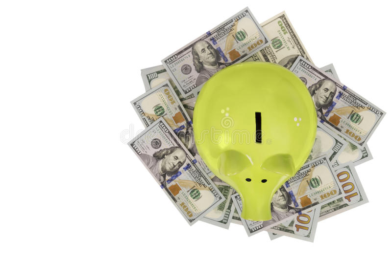 Zielona prosiątko banka pozycja na dolarowych rachunkach odizolowywających nad bielem obraz stock
