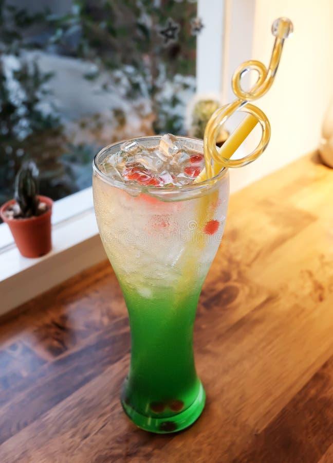 Zielona soda z lodem obraz stock