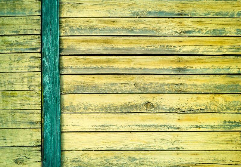 Zielona stara malująca drewniana drzwiowa tekstura jako tło obrazy royalty free