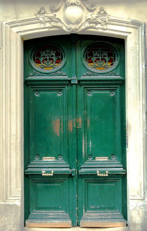 zielone drzwi zdjęcia royalty free