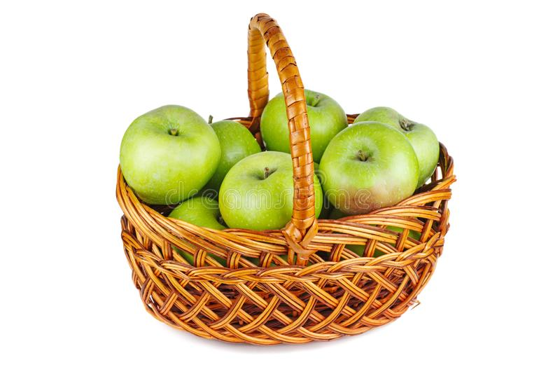 Zielone jabłka w koszyku wiklinowym fotografia stock