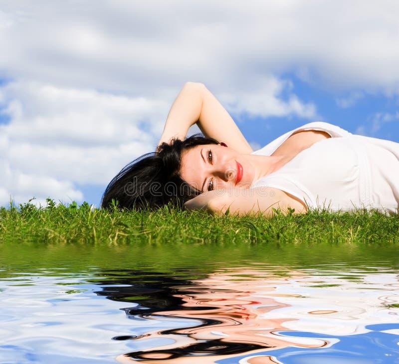 zielone trawy końca kobieta obraz stock