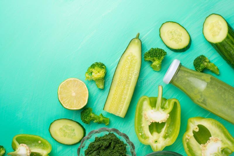 zielone warzywa Dla gotować zdrowego i zdrowotnego jedzenie Zdrowego zielonego weganinu kulinarni składniki Sztandar dla projekta zdjęcia stock
