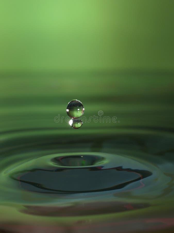 zielone zrzutu wody. zdjęcia royalty free