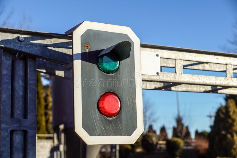zielonego światła kolejowy czerwony przedstawienie sygnału ruch drogowy fotografia stock