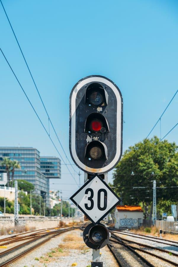 zielonego światła kolejowy czerwony przedstawienie sygnału ruch drogowy zdjęcie stock