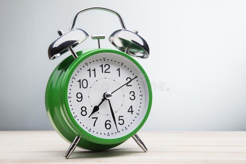 Zielonego budzika ranku budzący czas obrazy royalty free
