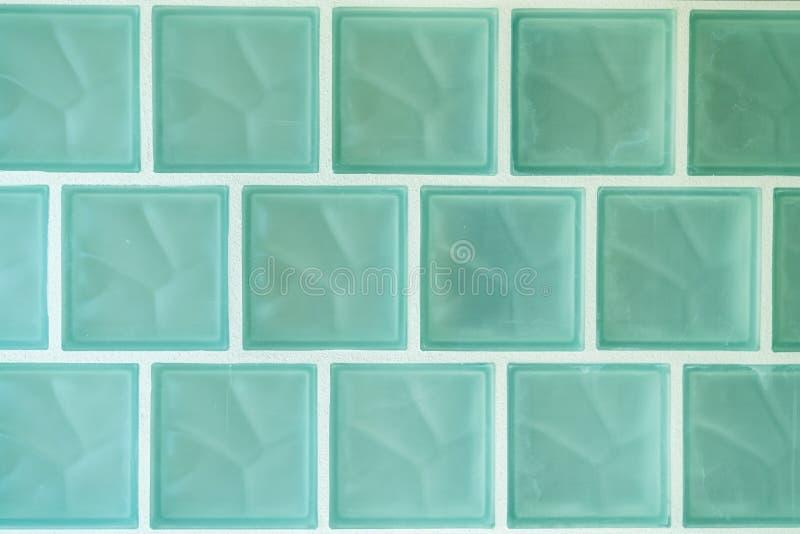 Zielonego szkła płytki w łazience zdjęcia royalty free