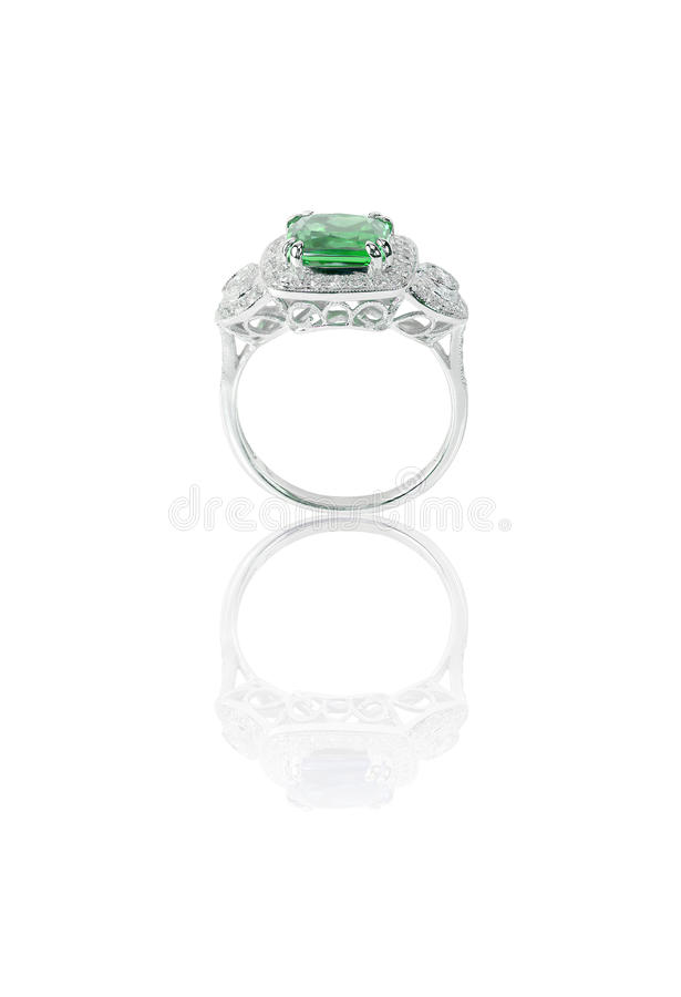 Zielonego szmaragdu pierścionku boczny widok zdjęcia stock