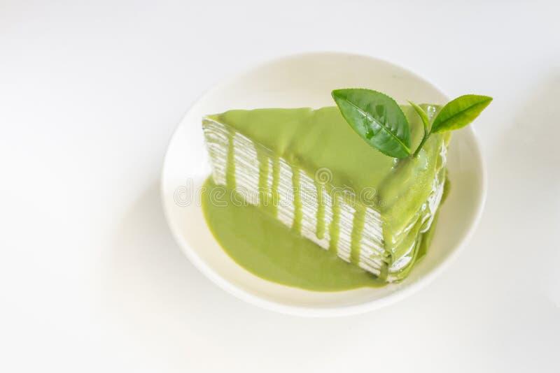 Zielonej herbaty klatka z greentea liściem na bielu talerzu obraz royalty free