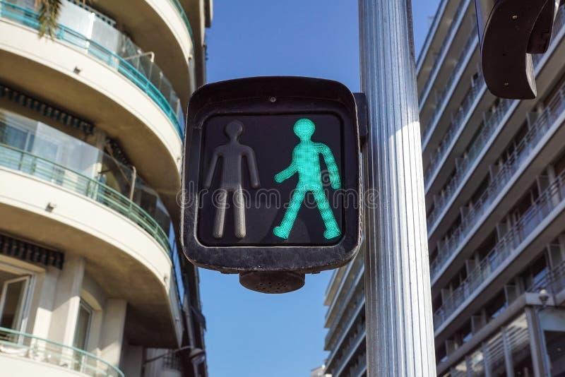 Zielony światła ruchu dla pedestrians na ulicie, obrazy royalty free