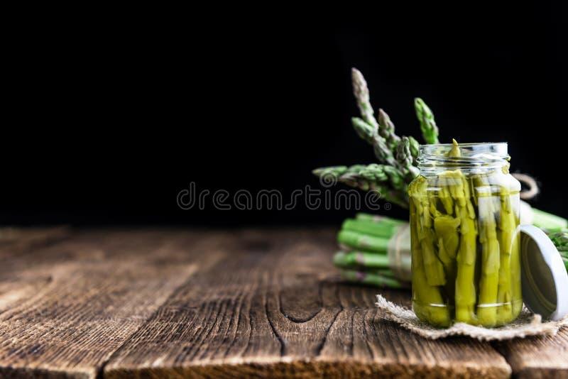 Zielony asparagus (konserwujący) zdjęcia stock
