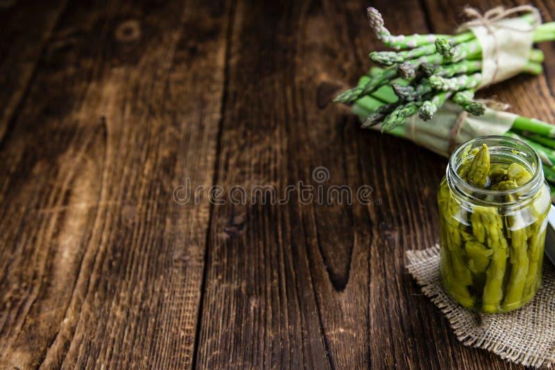 Zielony asparagus (konserwujący) fotografia stock