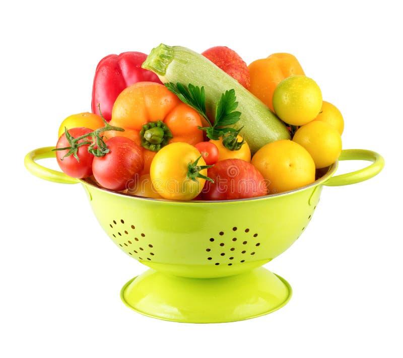 Zielony Colander z Świeżego Vegatables weganinu Kulinarnym pojęciem fotografia royalty free