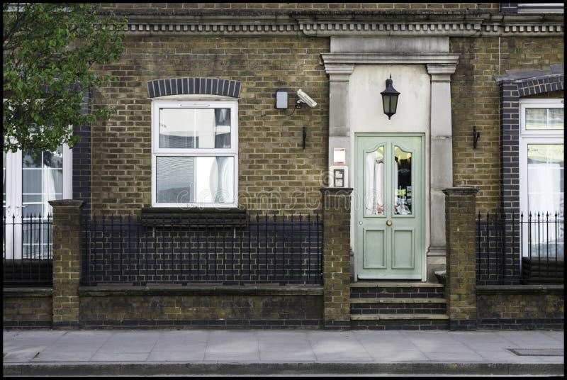 Zielony drzwi dom obraz stock