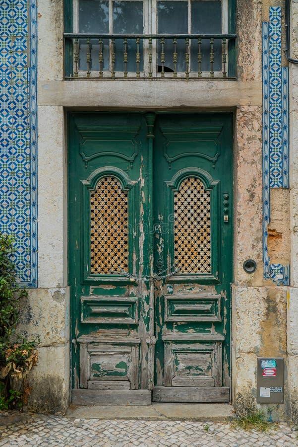 zielony drzwi rocznik zdjęcia royalty free
