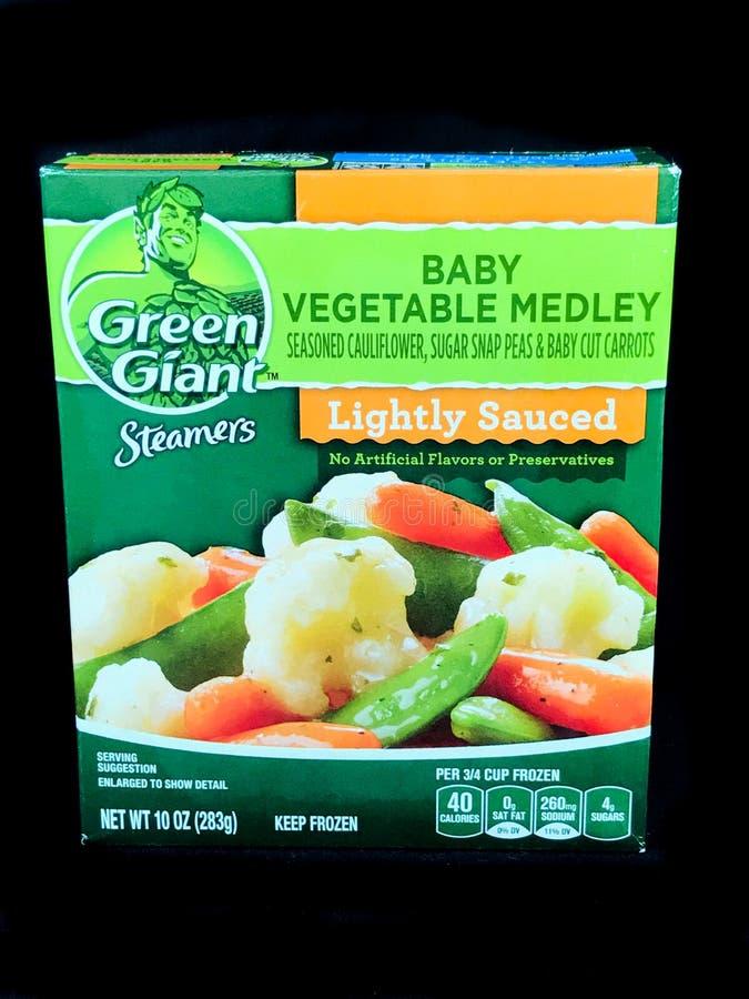 Zielony Gigantyczny warzywo Marznący Steamers dziecka warzywa na czarnym tle obraz stock
