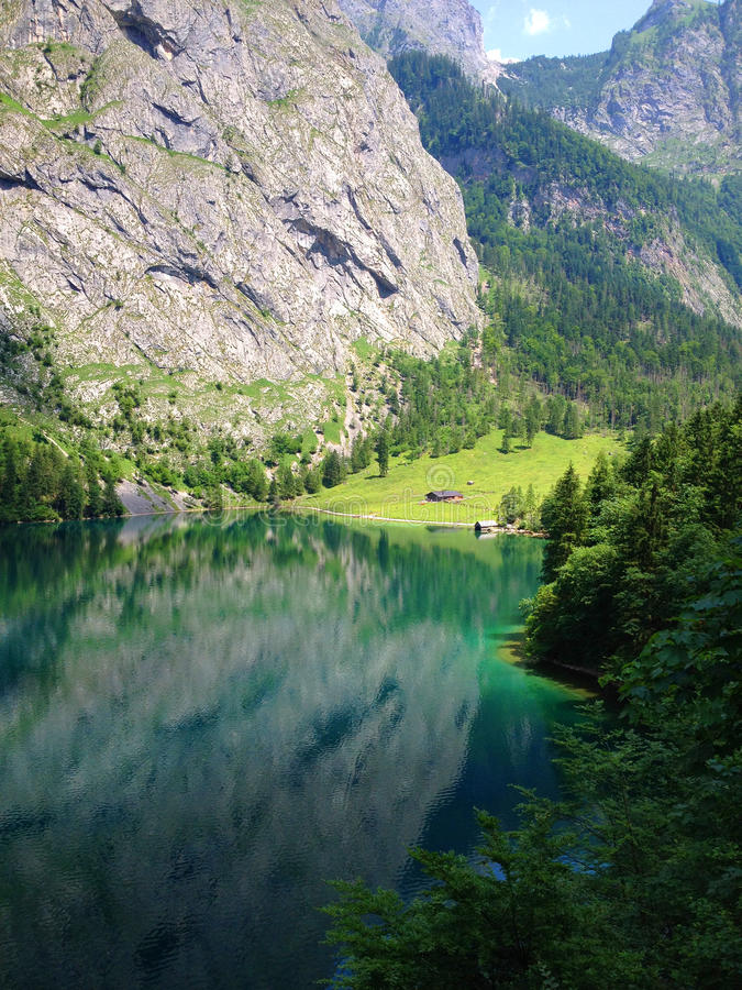 Zielony i Błękitny Halny jezioro obrazy stock